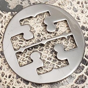 Tory Burch (ONE SHOE) with metal logo - any need?